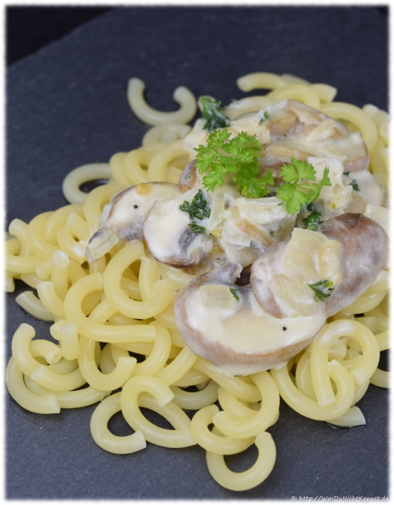 Pasta mit Gorgonzola-Champignons