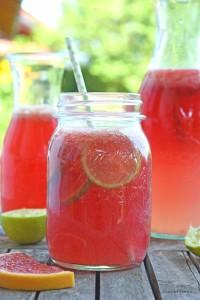 sommerliche Getränke: Grapefruit-Limette-Limonade